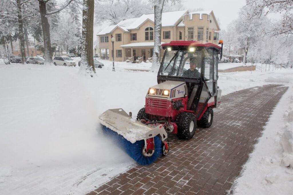 masina za ciscenje snega